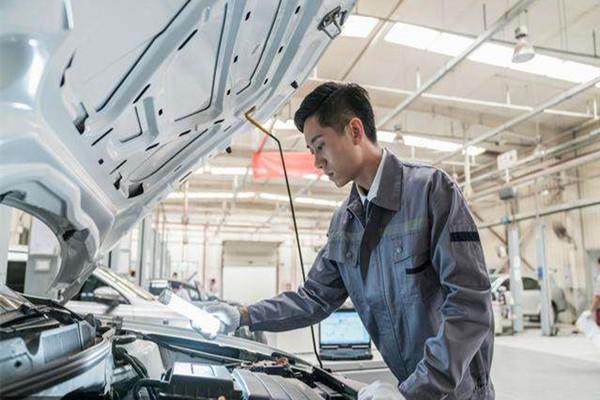 成都太阳城学校建议男生选专业还是选汽修技术专业好