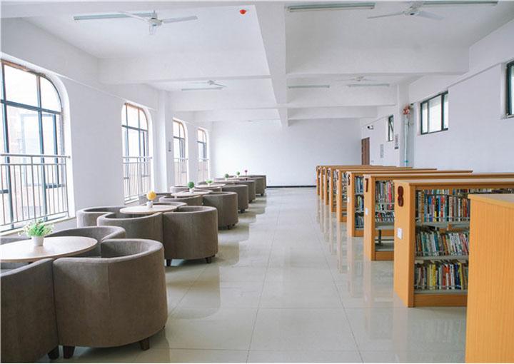 天府新区航空旅游职业学院图书馆