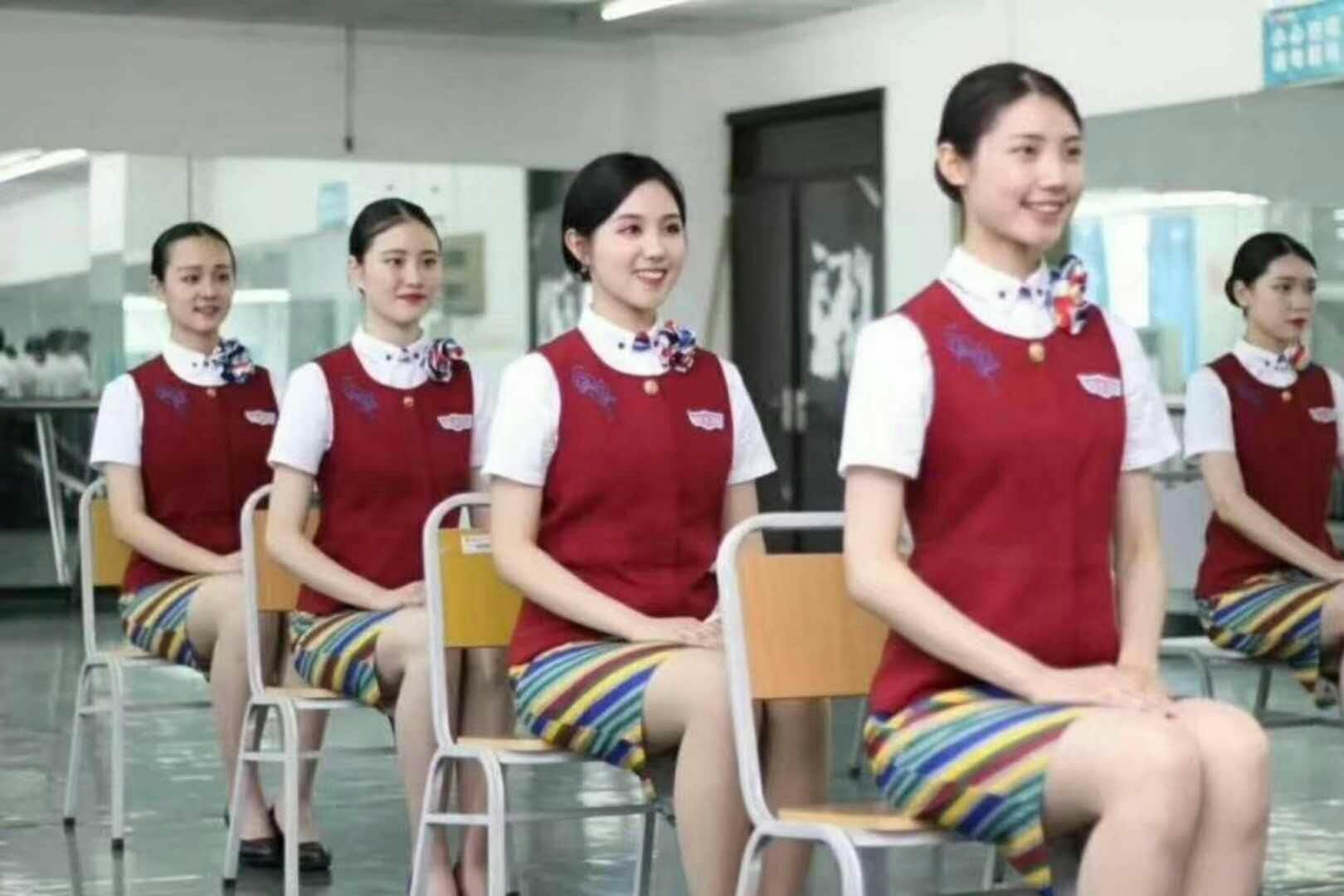 女生夏季校服