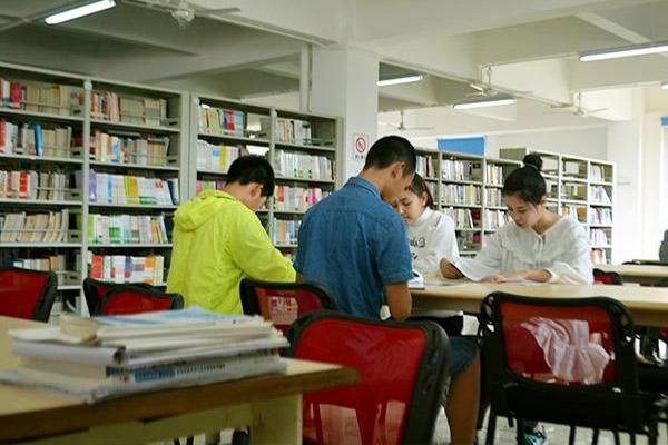 学校图书馆