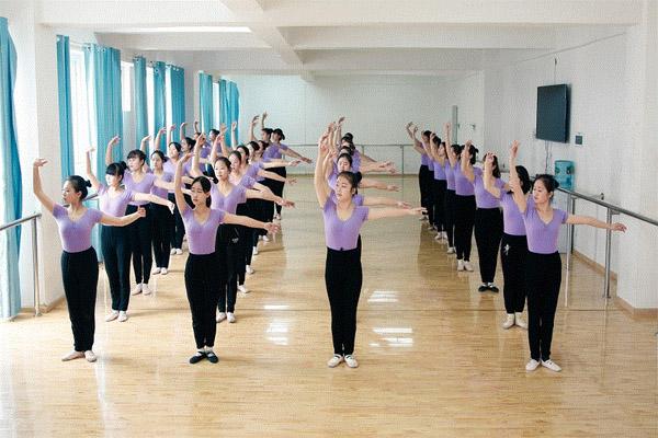 幼师专业舞蹈课