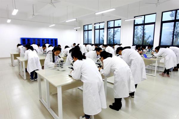 乐山医药科技学校浦江校区显微镜实训室