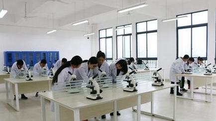 乐山医药科技学校实验室